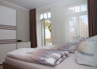 Villa_Glueckspilz_Kuehlungsborn_Meeresbrise_Schlafzimmer1_1